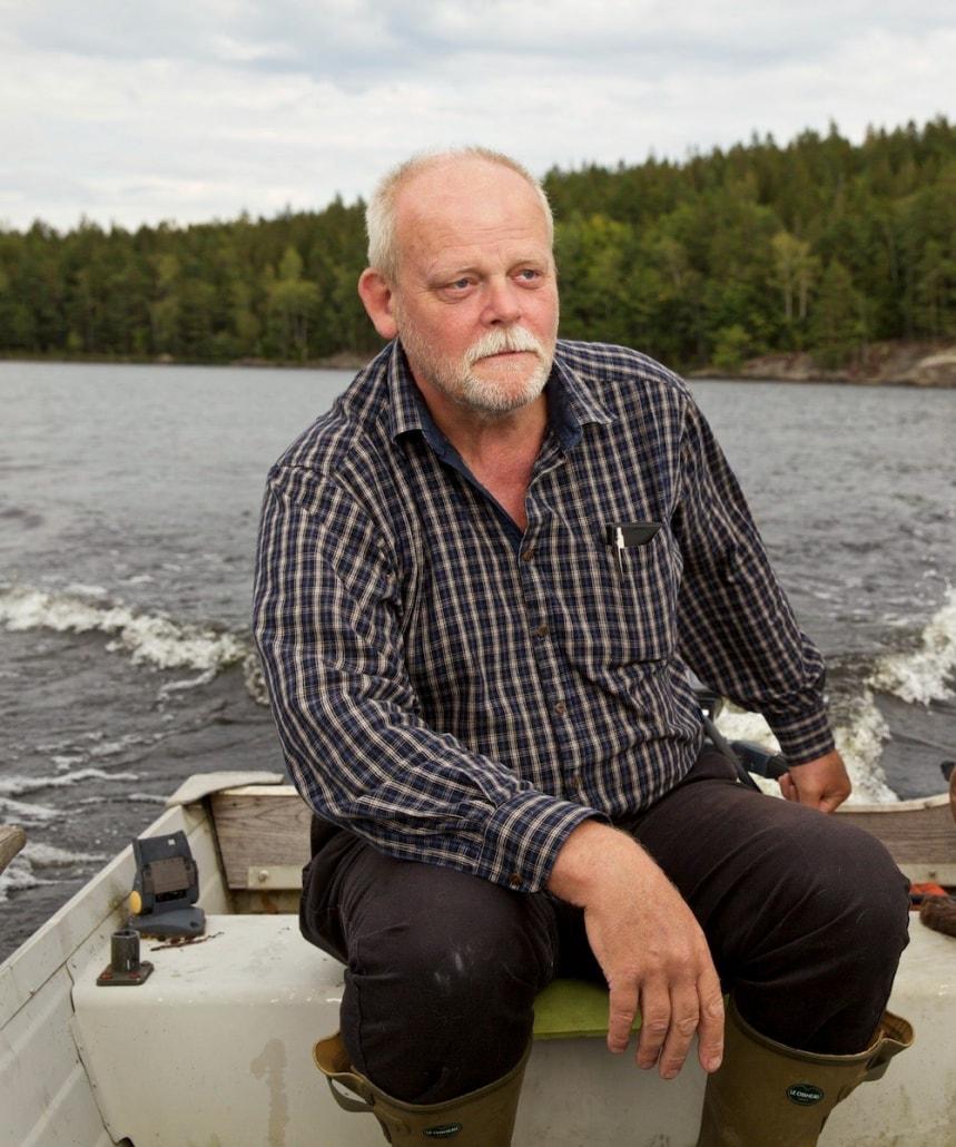 Projektledare Agne Andersson under en provtagning på Immelnsjön 2017-08-24. Foto från rapport Hola Lake Immeln: Johan Forssblad.