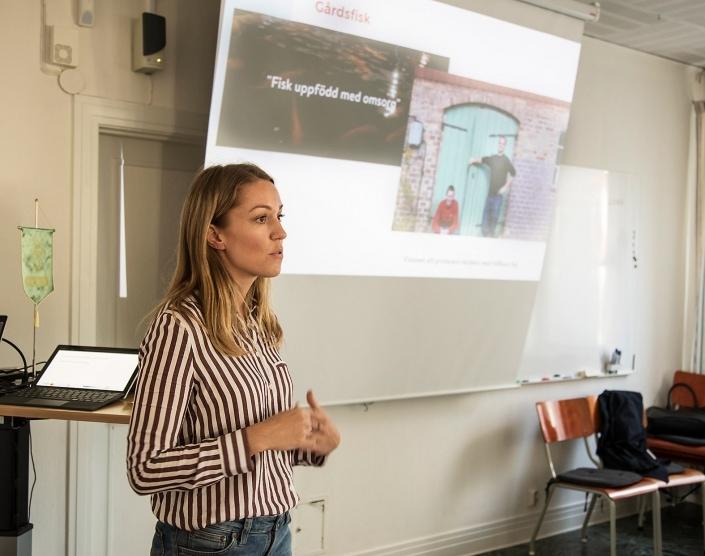 Inga Gunnarsson, WSP , presenterar företag som redan har en hållbarhetsstrategi och jobbar med Industriell Symbios